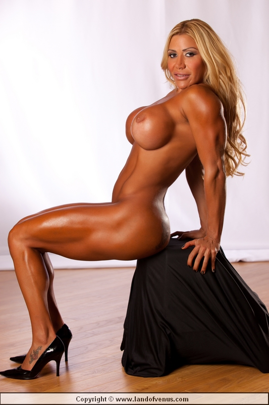 Braziian nude female bodybuilder can