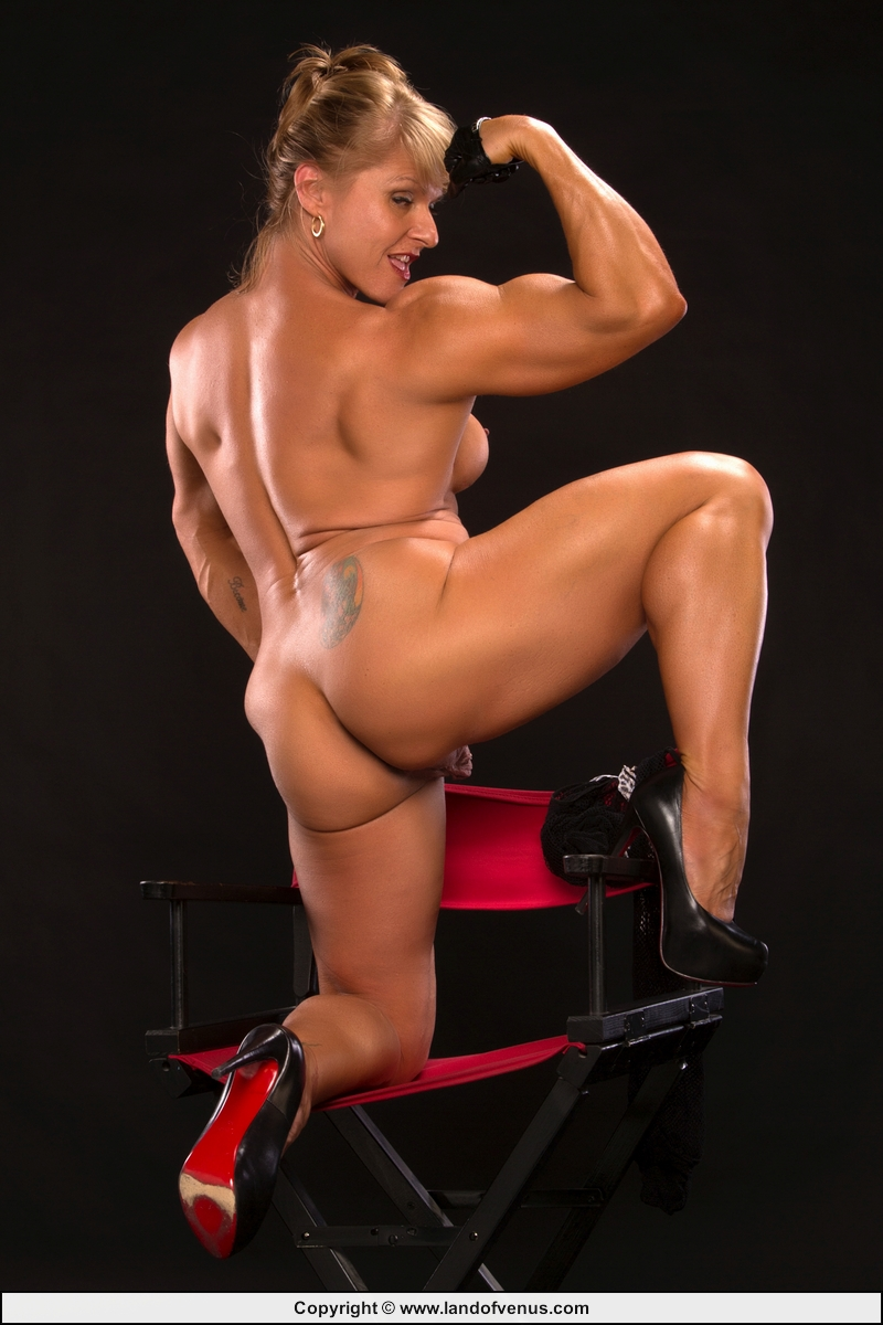 female muscular naked bodies