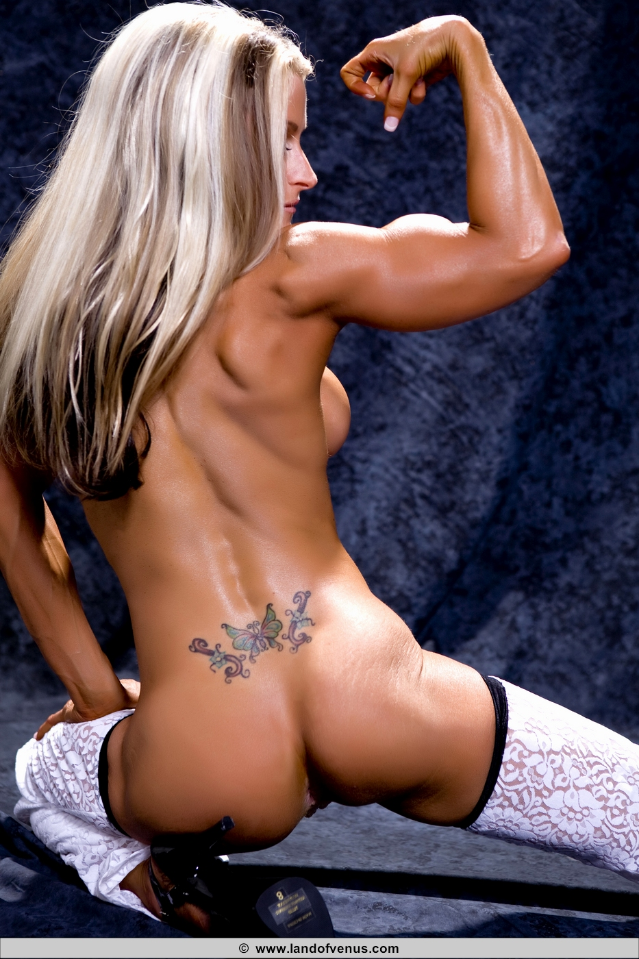 image Female bodybuilder nude muscle workout