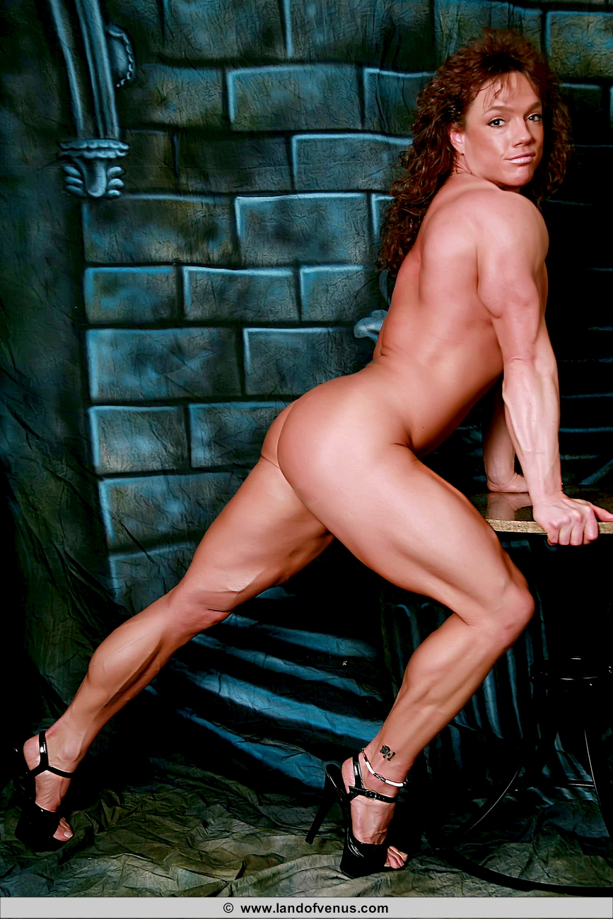 Can Naked women with strong legs